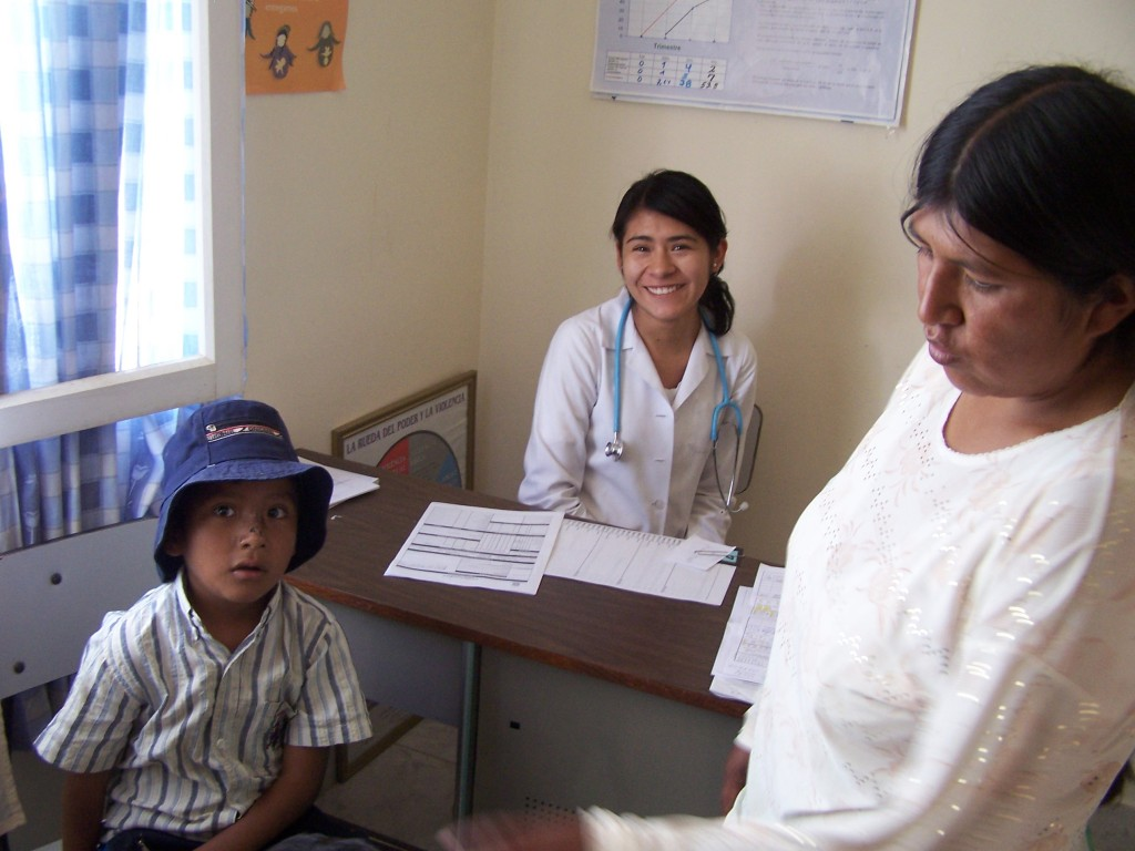 Doctor with patient in a Mano a Mano clinic.