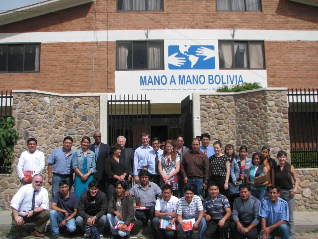 MELA volunteers, Mano a Mano Bolivia staff, and attendees for the pilot trauma course in December 2013.