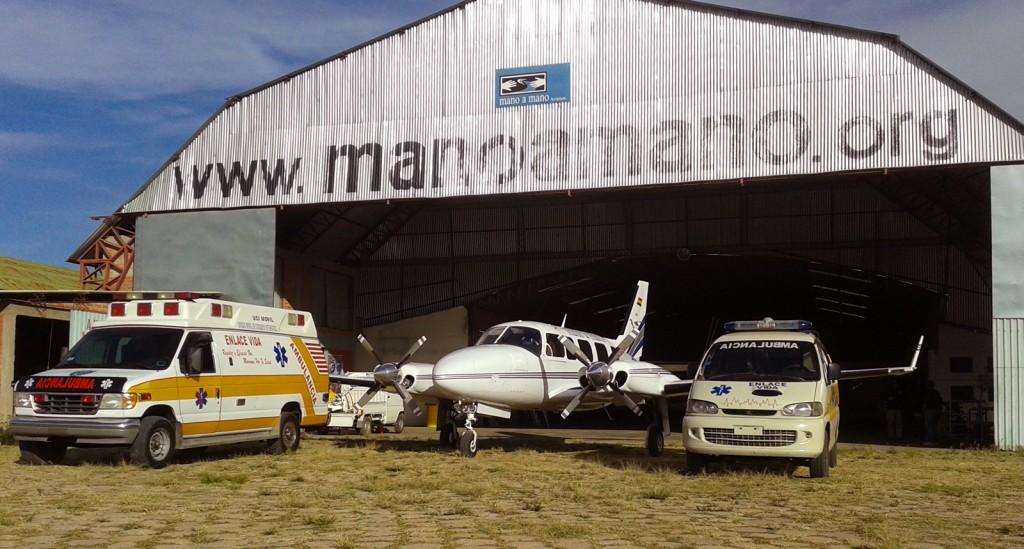 Flying the Mano a Mano Navajo Plane