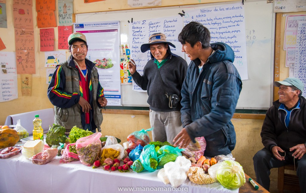 Farmers in Huputana participating in an activity listing all of the food that they know and their nutritional qualities during a Nutrition workshop with Mano a Mano agronomist Victor (center).
