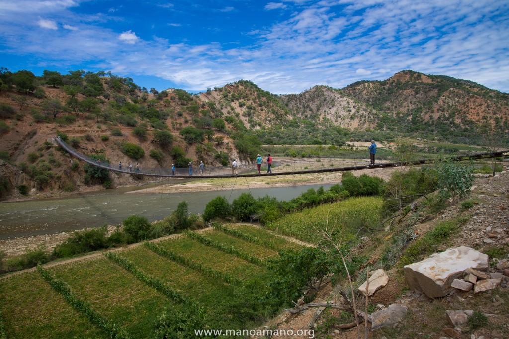 The foot bridge in Chari Chari.
