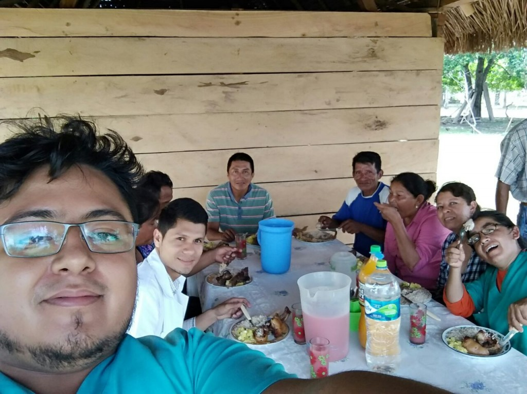 Mano a Mano Bolivia volunteers eating lunch with the community of San Juan de Monte Cruz during their weekend health clinic on October 28-29, 2017.