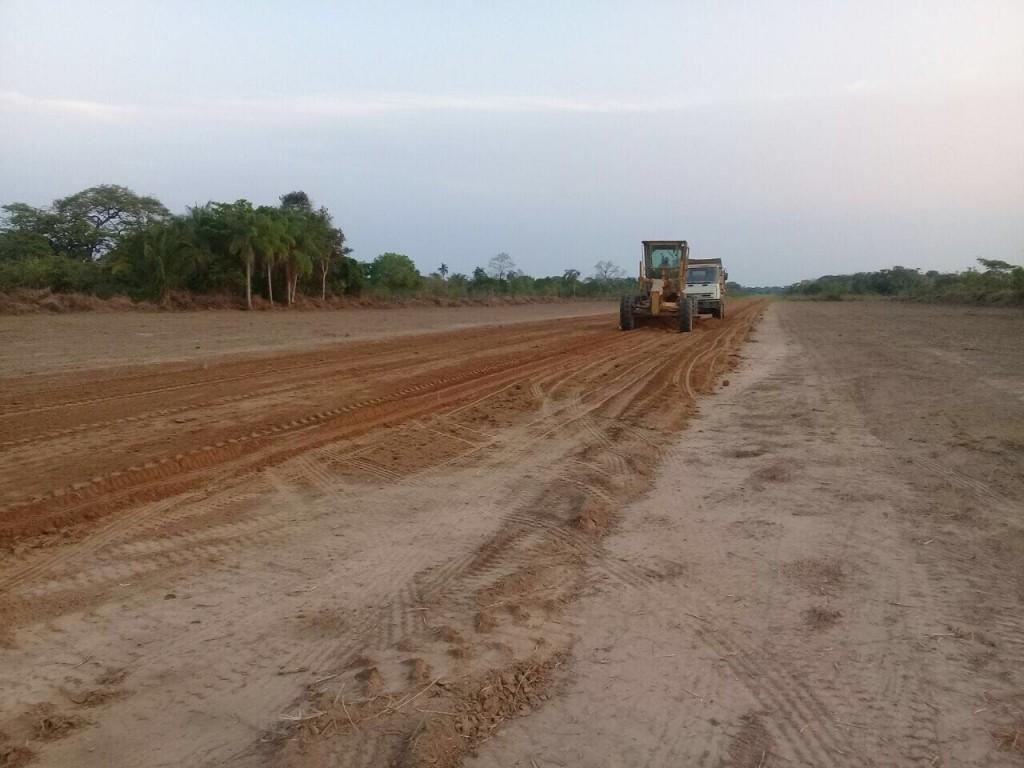 Mano a Mano Nuevo Mundo constructing a runway in San Lorenzo.