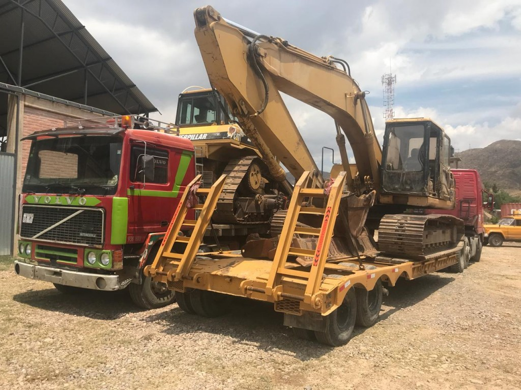 Mano a Mano's heavy equipment starting the trip from Cochabamba to Pojo to dredge water ponds, late October 2018.